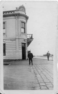 London balcony 1937 (1)