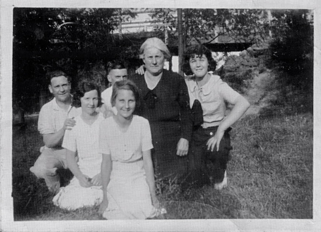 Mary McLeavy & family 1932
