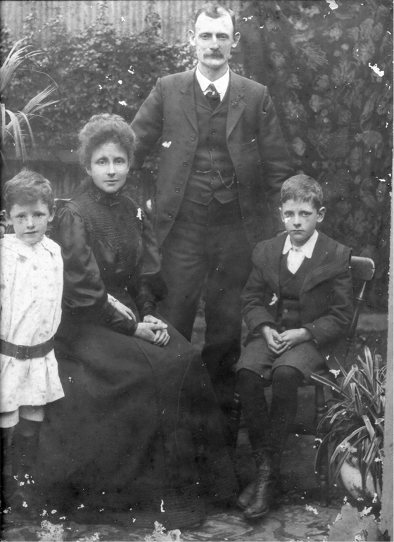 David Minihan with his wife and two sons, 1909.