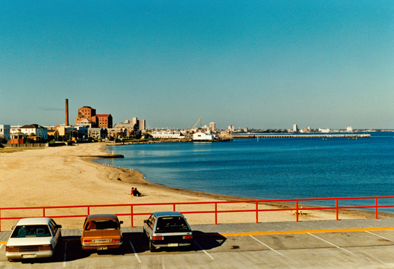 Looking south along Port Melbourne beach from Station Pier.