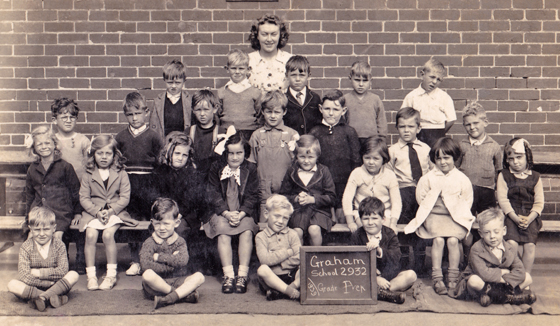 Joan Dawson with her Graham Street School Grade Prep class, 1939.