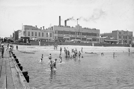 Port Melbourne foreshore (at Princes St) circa 1947. PMHPS Collection.