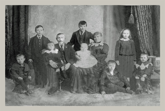 Aanensen Family Portrait taken in early 1904.