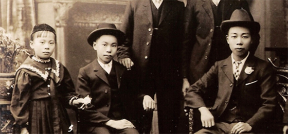 Photo courtesy Dennis O'Hoy via Multicultural Arts Victoria. Photo statement by Michele Wong 'My grandfather Fee Lan, his brother Que and nephew Jan O'Hoy', 1902.