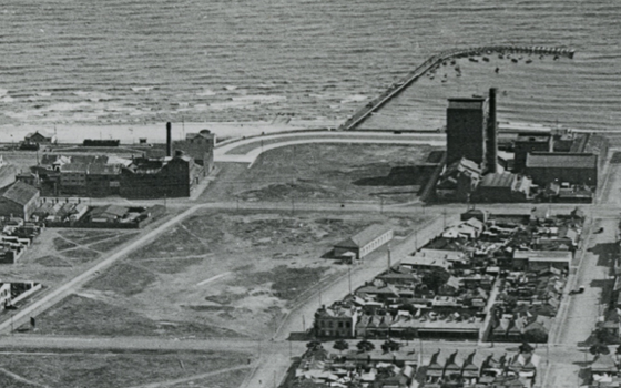 Aerial black and white photograph of Port Melbourne showing where the lagoon has been filled in.